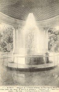 Vieille carte postale qui montre le geyser de la fontaine Lanternier